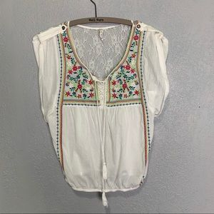 Willow & Clay NWOT embroidered peasant blouse